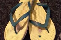 心愛的拖鞋破了。